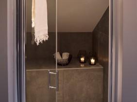 Intérieur salle de bain avec douche maison savoisienne habitat
